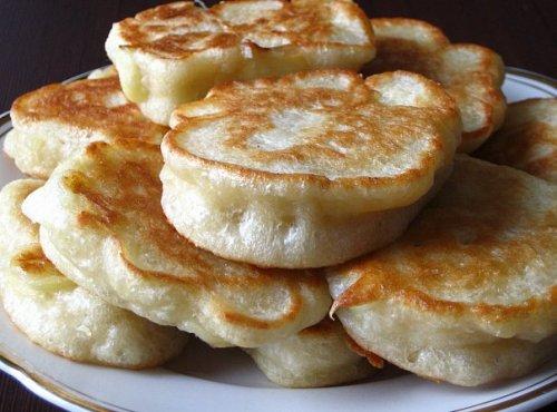 Вкусные оладьи на кефире пышные на дрожжах рецепт пошагово